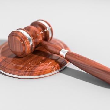 Zusätzliche Kosten für Kläger und Beklagte vermeiden – Ministerialbeamte bei Rechtsstreitigkeiten mandatieren